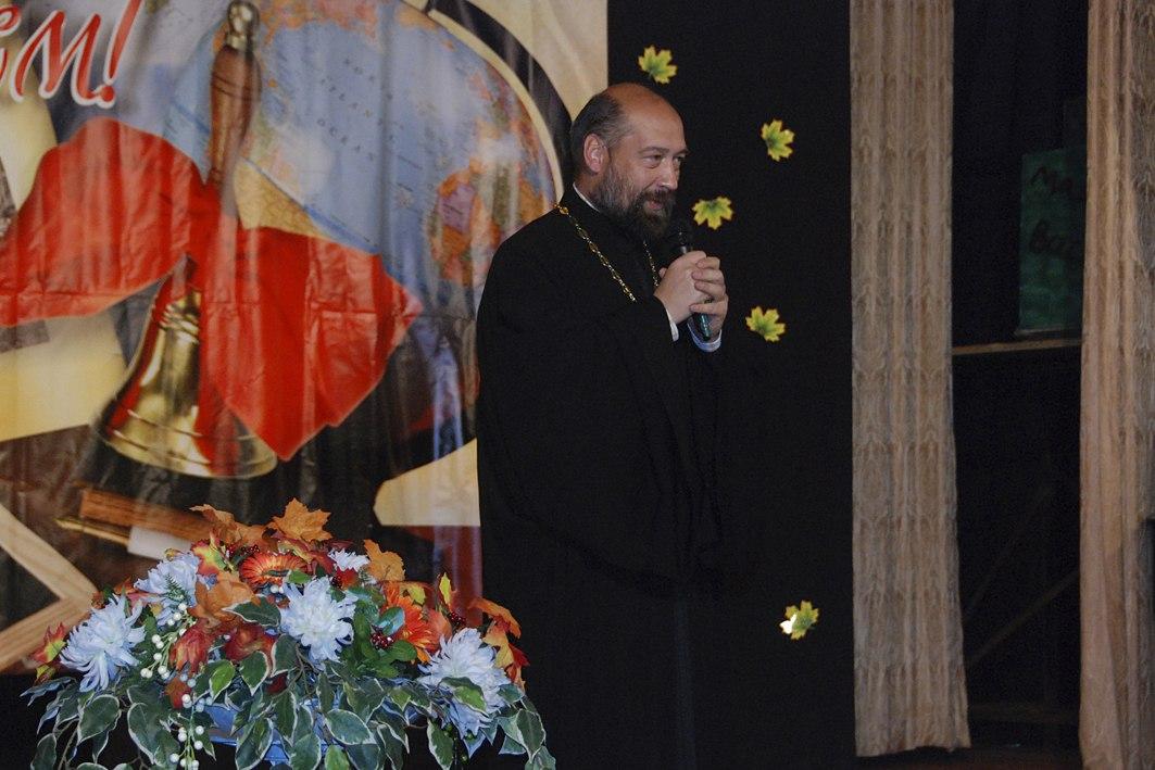 настоятель Михаило-Архангельского храма протоиерей Дионисий Крюков