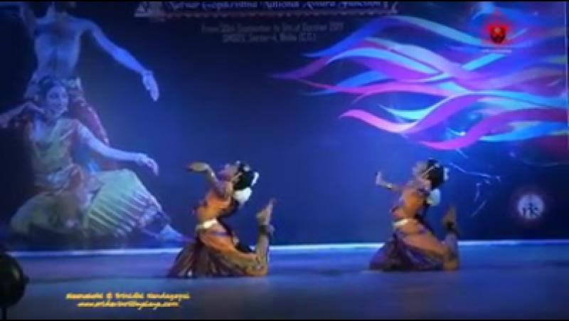 Snake dance NAGA NRITHAM duet by 7 year old Meenakshi 8 year old Srinidhi Nandagopal