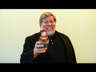 Стиву Возняку подарили матрешку с его портретом