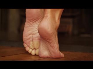 Великолепные ножки Ханны Клэйдон [Hannah Claydon, foot fetish, femdom, feet, фут фетиш]