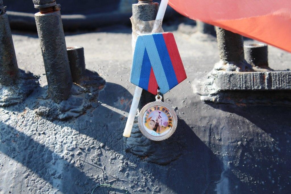 Воспитанники патриотического клуба почтили память погибших танкистов ЛНР