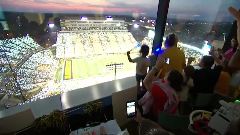 Iowa Fans Wave to Kids at the Childrens Hospital