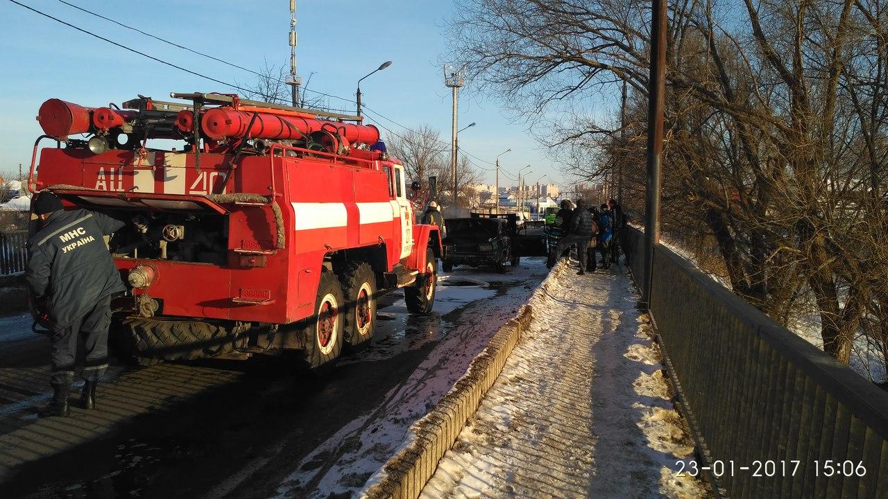 В Харькове снова горел автомобиль (ФОТО) (ВИДЕО)