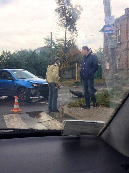 Сейчас: Около одной из харьковских школ случилось ДТП