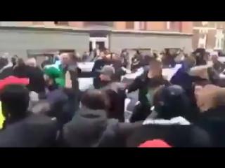 Muslime in Dänemark Angriff auf Polizei!