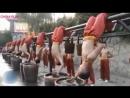 Тренировки монахов Шаолиня.