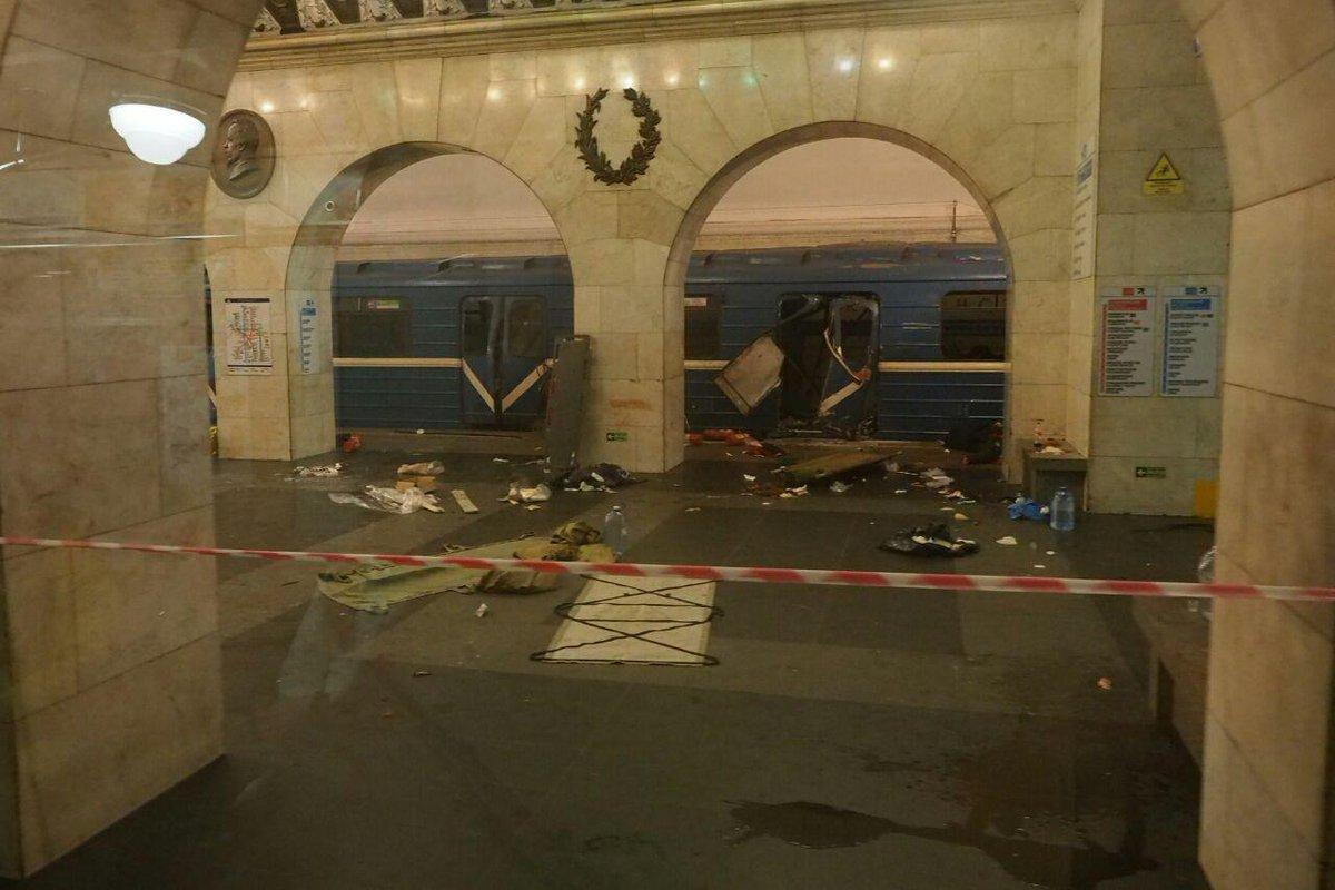 Взрыв в петербургском метро унёс жизни 9 человек