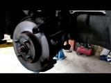 Toyota Yaris (Тойота Ярис) замена передних тормозных колодок.