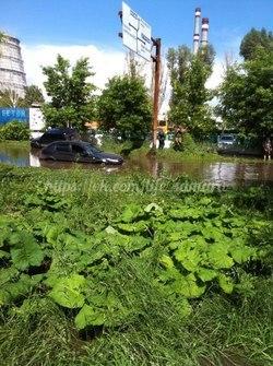 После дождя на Алма-Атинской «утонуло» более 10 машин    Непогода затр