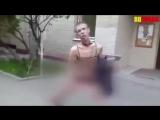 Алексей Панин в женском белье на улице