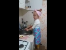 Маленькая девочка обсуждает мужчин с позиции взрослой женщины