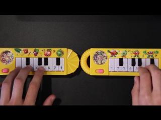 Игра одновременно на двух пианино, купленных на ebay за 1$