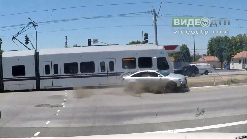 Light rail vs Car Collision caught on Big Rig Dash Cam 6/23/17 | ДТП авария