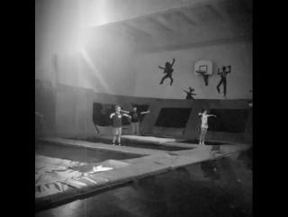 Тренировки по прыжкам на батуте. Ведет мастер спорта по прыжкам на батуте. Соликамск