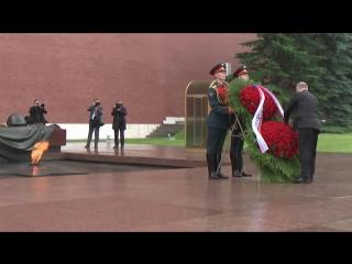 Путин возложил венок в день памяти и скорби