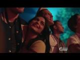"""Сник-пик из 2x02 сериала «Ривердейл», Джози и the Pussycats, вместе с Шерил, исполняют песню """"Milkshake"""""""