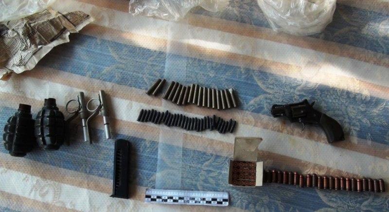 Житель Черкесска в купленном доме обнаружил оружие с боеприпасами