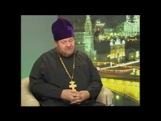 Отец Олег Стеняев и Баптист Тимур Расулов.