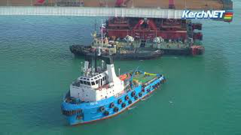 В Керченском проливе готовят оборудование для подъема арки моста