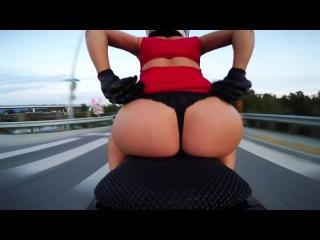 Chica circula con moto en tanga patrulla no la mira