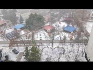 г.Симферополь.Крым.падает на снег слабый нежный.