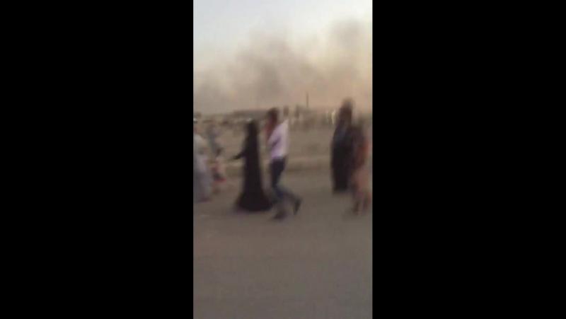 Ирак Мосул.Сегодняшний вечер.Большие колонны беженцев из западных кварталов,с одновременной контратакой черных по двум районам