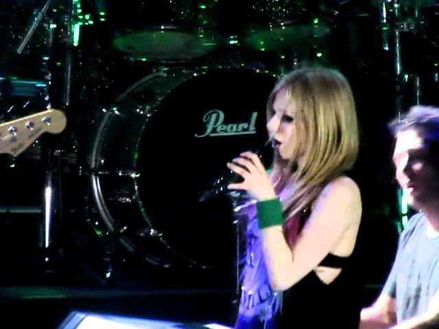 WHEN YOU'RE GONE - Avril Lavigne Live in Manila! (2/16/12) [HD]