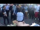 Голая Статуя Хиллари Клинтон в Нью-Йорке спровоцировала потасовку