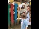 Дочка Ксении Бородиной и Курбана Омарова Тея кормит с мамой коз в зоопарке