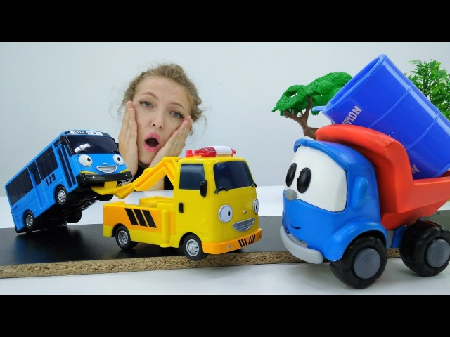 Грузовичок Лева и Автобус Тайо 🚌 Машинка Лева помогает игрушкам. Развивающий м ...