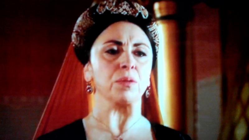 Валиде султан ( Айше-Хавса хатун) говорит Дае хатун что она больше не управляющая гаремом