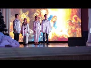 Воспитанники воскресной школы Свято-Никольского храма, ансамбль Вера, надежда, любовь.