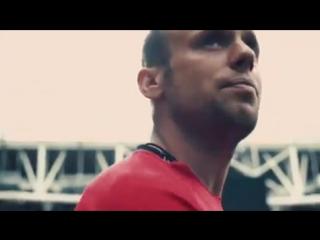 Глушаков прочитал стихотворение «Послушайте» в рамках проекта «Лирика футбола»