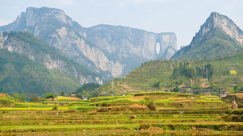 NiwnbaAuiaE - Огромная арка в горах «Небесные ворота» (22 фото)