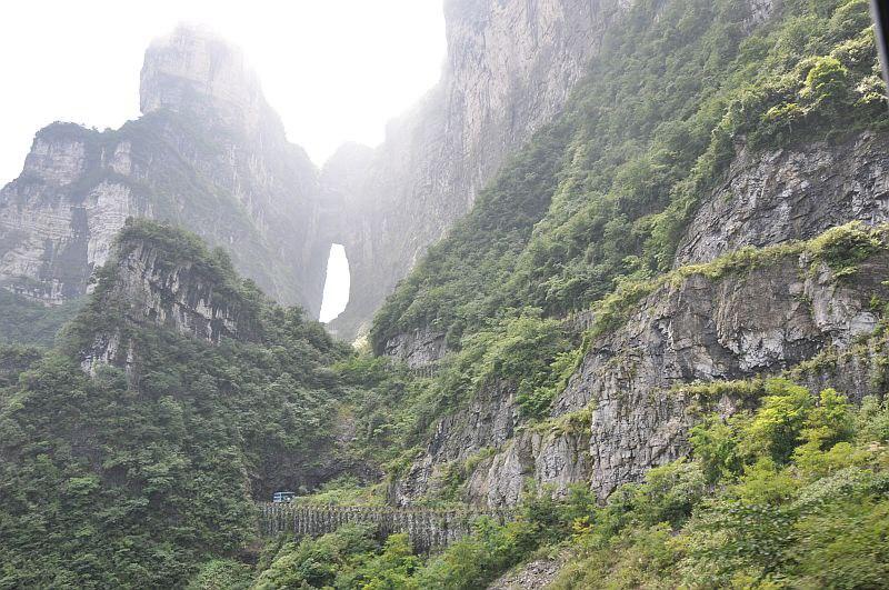 nCmhFyYZ jc - Огромная арка в горах «Небесные ворота» (22 фото)