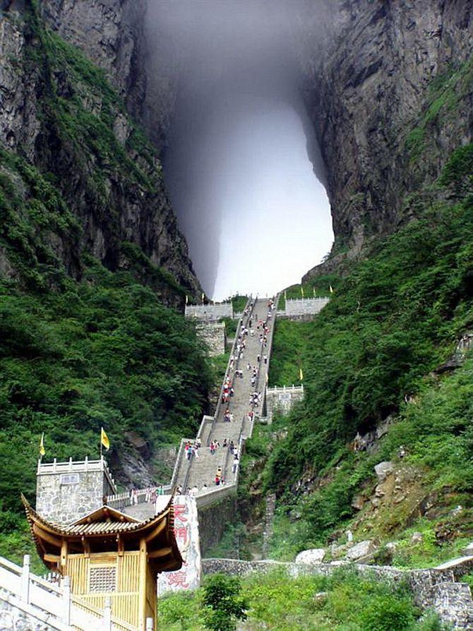 Re1xVezlmfc - Огромная арка в горах «Небесные ворота» (22 фото)