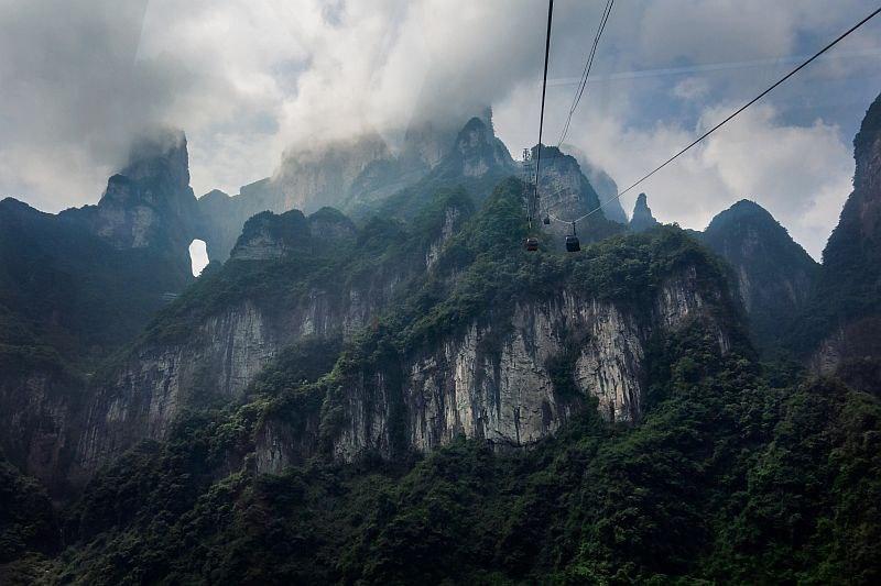 zts80Js5TQU - Огромная арка в горах «Небесные ворота» (22 фото)