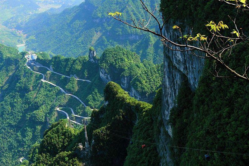 VxBjgvrBTf0 - Огромная арка в горах «Небесные ворота» (22 фото)