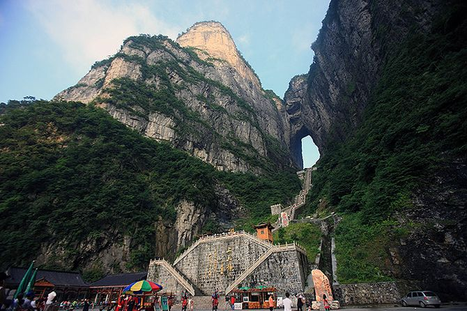 Pm akAHZge8 - Огромная арка в горах «Небесные ворота» (22 фото)