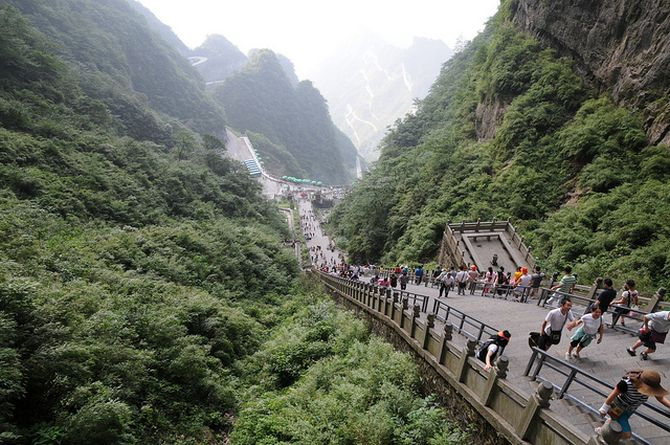 NqcDnLGw4r0 - Огромная арка в горах «Небесные ворота» (22 фото)