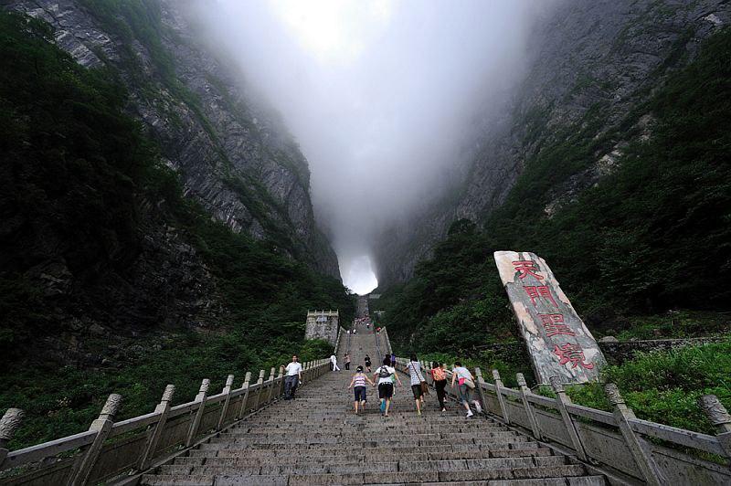 5ugB3OLm5xQ - Огромная арка в горах «Небесные ворота» (22 фото)