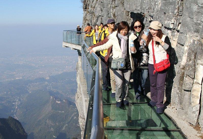 Ug76prb6JfQ - Огромная арка в горах «Небесные ворота» (22 фото)