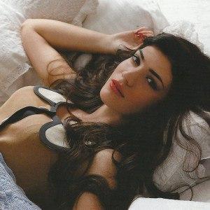 Ivi Adamou