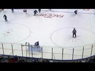 Самый нелепый гол года в хоккее.