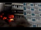 Пожар в Строгино - пожарные спасают людей из горящей квартиры  - Москва 2017 г.