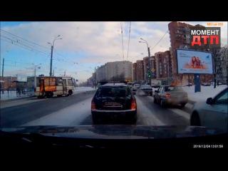 Момент ДТП: Авария с участием автобуса, Санкт-Петербург, 04.12.2016