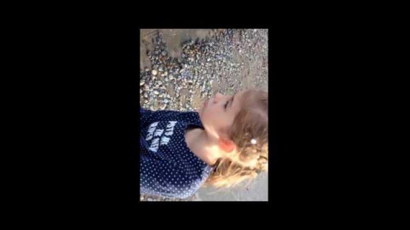 Девочка поймала речного монстра