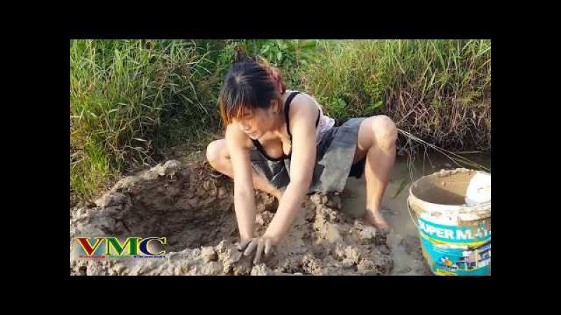 Cô gái xinh đẹp đi bắt cá - Cá cô dính hết bùn | Beautiful girl to catch fish - her fish sticky mud