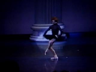Владимир Малахов выступает в качестве примы балерины. Овации и букет от Sylvie Guillem.
