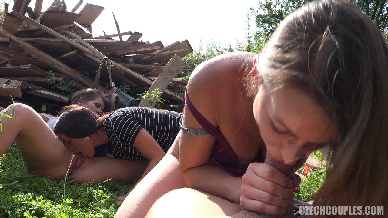 CZECH COUPLES 28 (Трахает сразу трёх чешских девочек)